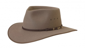 Akubra cattleman with a pinch crown and broad dipping brim with eyelet vents