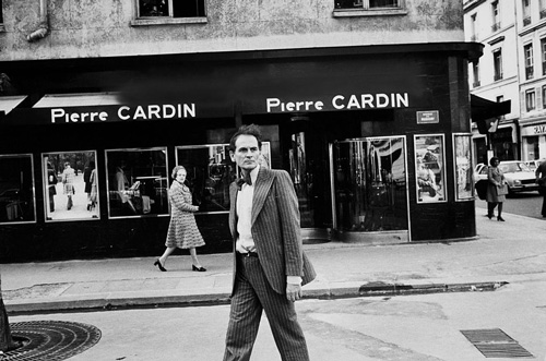 Pierre Cardin in front of his Store in 1970