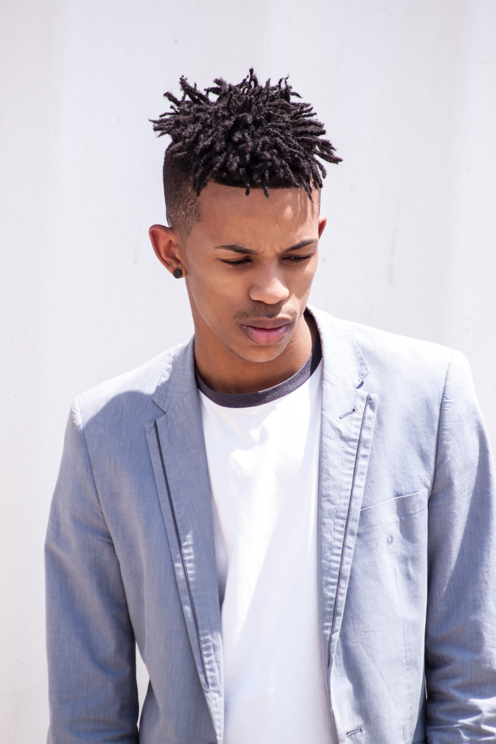 short dreadlocks with fade, dreads, locs, fade hairstyles, short haircuts for men, curly hairstyles for men