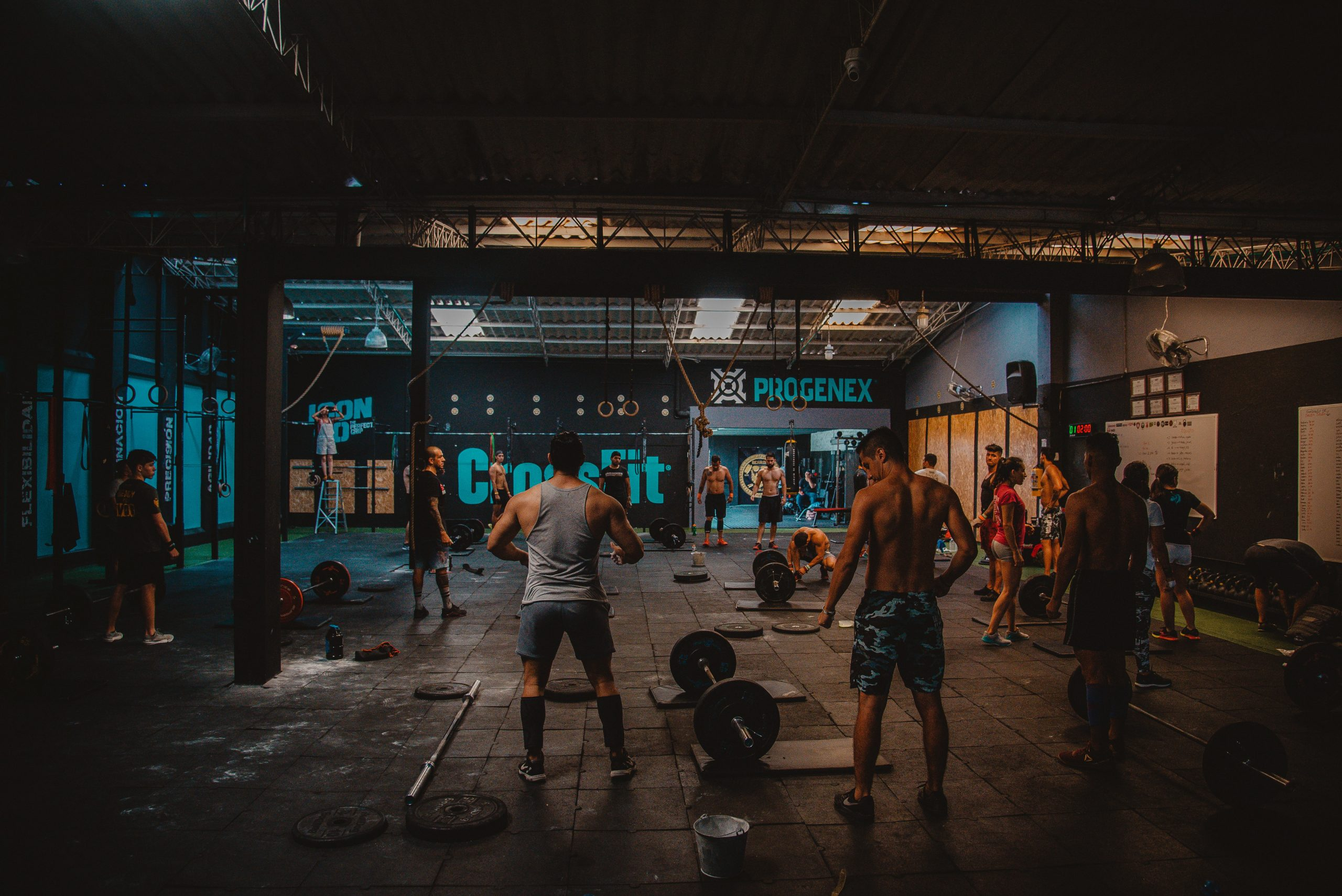men exercising during the best gym time